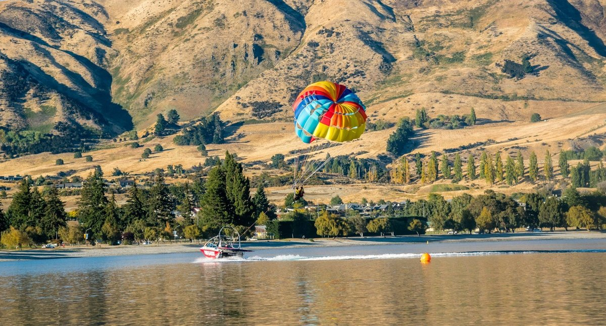 paragliding-boating-queenstown