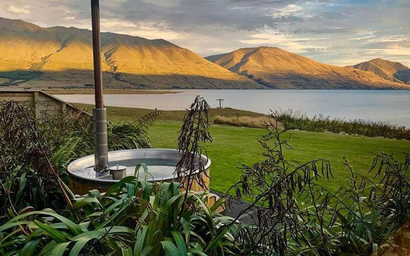 Hot tub at Lake Ohau Quarters