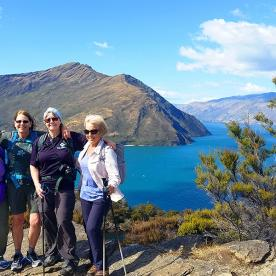 hikers at the lake wanaka lookout