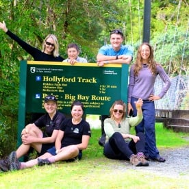 10 group hollyford track fiordland nz2