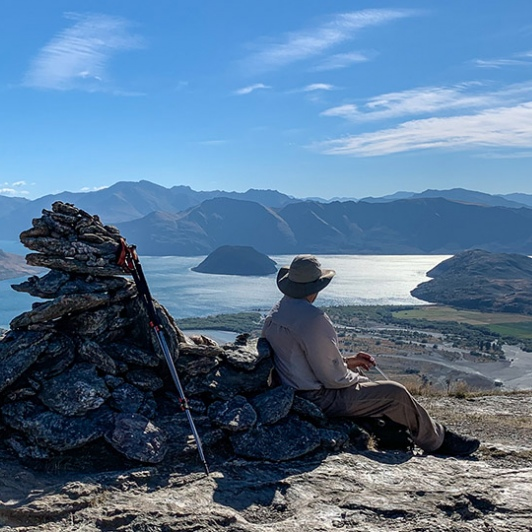 guest overlooking lake wanaka from mt iron
