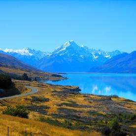 Aoraki/Mt Cook Road and Lake Pukaki. Picture postcard perfect!