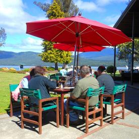 Lakeside lunch at Te Anau